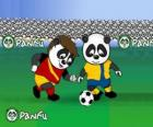 Dos pandas de Panfu, jugando al fútbol