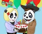 Ella le trae un pastel a Max para celebrar su aniversario