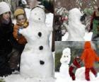Niños jugando con un muñeco de nieve