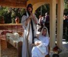 Maria, San José y el Niño Jesús en el pesebre viviente