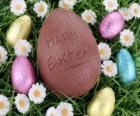 Huevo de Pascua sobre la hierba