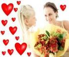 Niña con un ramo de flores para su madre y corazones rojos