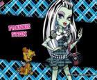 Frankie Stein, la hija del Monstruo Frankenstein y su novia tiene 15 días de edad