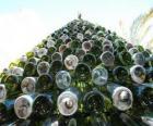 Árbol de Navidad hecho de 5.000 botellas recicladas