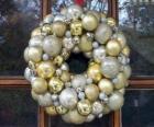 Corona de navidad, hecha con bolas