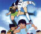 Jugadores de fútbol en un partido de Captain Tsubasa
