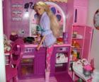 Barbie en la cocina