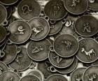 Medallas con los signos del zodíaco chino