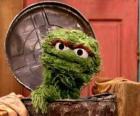 Oscar en su cubo de basura