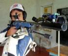 Tirador practicando el tiro deportivo