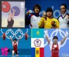 Podio Halterofilia 53 kg femenino, Zulfiya Chinshanlo (Kazajistán), Hsu Shu-Ching (China Taipei) y Cristina Iovu y Cristina Iovu (Moldavia) - Londres 2012 -