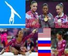 Podio gimnasia artística concurso completo individual femenino, Gabrielle Douglas (Estados Unidos), Viktoria Komova y Aliya Mustafina (Rusia) - Londres 2012 -
