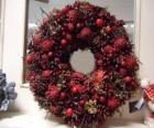 Corona de Navidad con frutos rojos