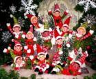 Grupo de duendes navideños