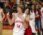 Gabriella Montez abraza a Troy Bolton