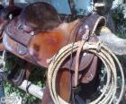 Silla wéstern con el lazo atado