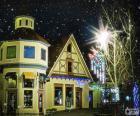 Calle con luces navideñas