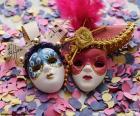 Dos máscaras y confeti