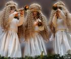 Tres ángeles tocando la trompeta