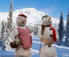 Un par de muñecos de nieve