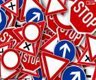 Varias señales de tráfico