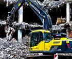Excavadora en una demolición
