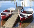 Dos botes de remo