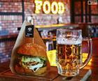 Hamburguesa y cerveza