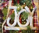 """Bonito adorno de Navidad con la palabra """"JOY"""", alegría para todos para las fiestas Navideñas"""
