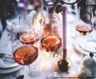 Copas de vino rosado