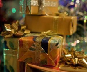 Puzzle de Regalos navideños con lazos decorativos