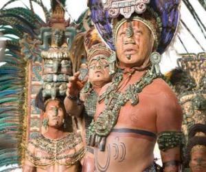 Puzzle de Sacerdote azteca realizando una ofrenda a los dioses
