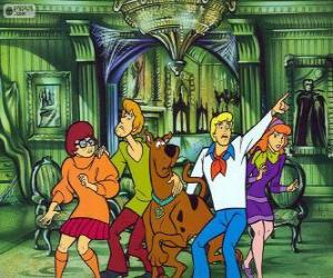 Puzzle de Scooby Doo y su pandilla de amigos tienen miedo