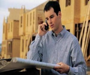 Puzzle de Técnico consultando un plano en la obra de construcción - Arquitecto, aparejador o ingeniero