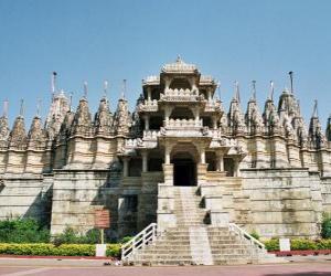 Puzzle de Templo de Ranakpur, el templo jainista más grande de la India. Templo construido en mármol