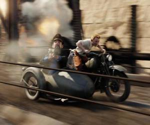 Puzzle de Tintín conduciendo un sidecar junto a sus amigos en una de sus aventuras