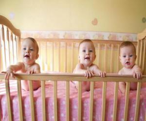 Puzzle de Tres bebés en una cuna