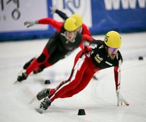Puzzle de Tres patinadores en una carrera de patinaje de velocidad