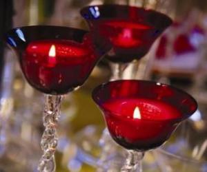Puzzle de Tres velas encendidas en candelabros de cristal