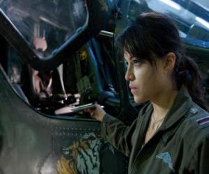 Puzzle de Trudy Chacón, una piloto del cuerpo de marines que se convierte en una renegada.