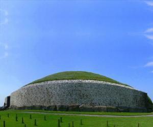 Puzzle de Tumba megalítica o túmulo de Newgrange, Irlanda