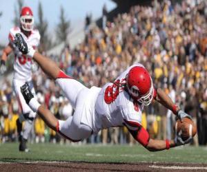 Puzzle de Un jugador, un wide receiver, lanzandose para atrapar un balón