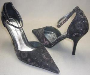 Puzzle de Un par de elegantes zapatos de tacón alto