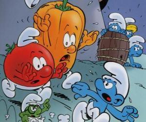 Puzzle de Un Pitufo es perseguido por un tomate y un pimiento