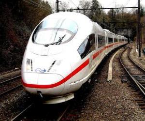 Puzzle de Un tren bala o tren de pasajeros de alta velocidad, AVE