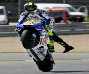 Puzzle de Valentino Rossi levantando rueda