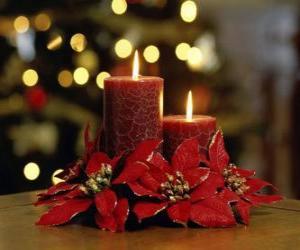 Puzzle de Velas encendidas como centro de mesa adornadas con flores de Navidad