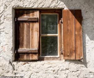 Puzzle de Ventana con porticones de madera