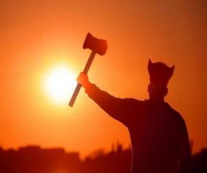 Puzzle de Vikingo armado con un hacha