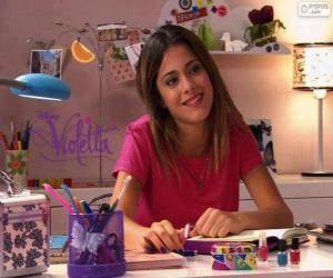 Puzzle de Violetta en su mesa